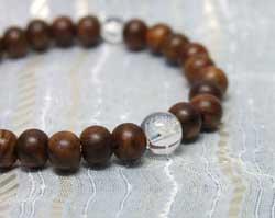 念珠ブレスレット栴檀6mm珠水晶仕立